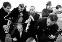 Alamaailman Vasarat -Alamaailman Vasarat – Vasaraasiaт (2000),  Maahan (2007)  Аlternative Rock, Avant-Prog, Prog-Rock, jazz, punk, Instrumental, klez